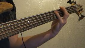 juegos del jugador de la Bajo-guitarra almacen de metraje de vídeo
