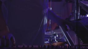 Juegos del teclista en varios instrumentos musicales almacen de video