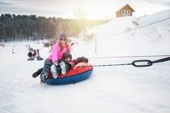 Juegos divertidos del invierno Imagenes de archivo