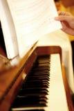 Juegos en piano Foto de archivo libre de regalías