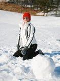 Juegos felices de la mujer con nieve Fotos de archivo libres de regalías