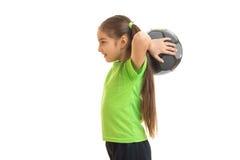 Juegos jovenes de la niña con el balón de fútbol Imagen de archivo