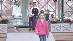 Juegos populares del ` s de los niños almacen de metraje de vídeo
