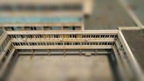 Juegue como imagen de la yarda interna con las ventanas modernistas infinitas de la cinta Imágenes de archivo libres de regalías
