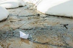 Barco del juguete del papel en el agua Fotografía de archivo libre de regalías