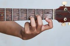 Juegue la versión 15 de la guitarra a mano foto de archivo