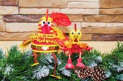 Juegue los gallos el símbolo del Año Nuevo 2017 Imagen de archivo