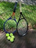 Juegue a un tenis al aire libre Imagen de archivo libre de regalías