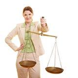 Juez femenino con las escalas Imagenes de archivo