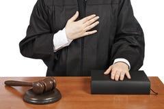 Juez femenino que toma juramento fotos de archivo