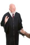 Juez - jurando adentro Fotografía de archivo libre de regalías