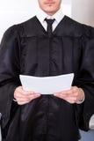 Juez masculino Holding Documents Fotografía de archivo