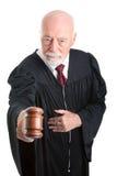 Juez serio - mazo Imagen de archivo libre de regalías