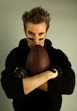 Jugador atractivo joven del rugbi Foto de archivo libre de regalías