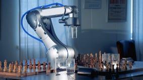 Jugador de ajedrez robótico del brazo listo para la competencia
