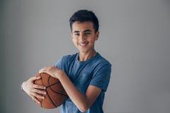 Jugador de básquet adolescente Foto de archivo