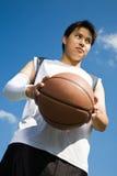 Jugador de básquet asiático Fotos de archivo