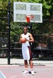 Jugador de básquet con la bola Fotografía de archivo libre de regalías