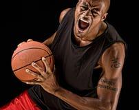 Jugador de básquet de gran alcance Foto de archivo libre de regalías