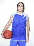 Jugador de básquet del adolescente sobre un fondo blanco Fotografía de archivo libre de regalías