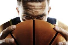 Jugador de básquet del primer aislado en blanco Fotos de archivo libres de regalías