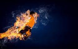 Jugador de básquet en el fuego imagen de archivo libre de regalías