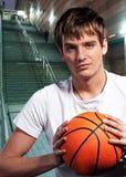 Jugador de básquet joven Imágenes de archivo libres de regalías