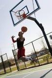 Jugador de básquet Layup fotos de archivo libres de regalías