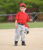 Jugador de béisbol de la liga pequeña Imagenes de archivo