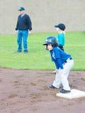 Jugador de béisbol en base, imagen de archivo