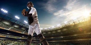 Jugador de béisbol profesional en la acción Imagen de archivo libre de regalías