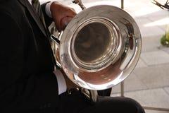 Jugador de cuerno del tenor Foto de archivo