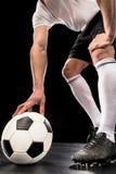Jugador de fútbol con la bola fotos de archivo