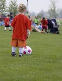 Jugador de fútbol de la chica joven Fotografía de archivo libre de regalías