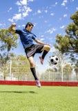 Jugador de fútbol del fútbol Foto de archivo libre de regalías