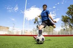 Jugador de fútbol del fútbol Fotografía de archivo libre de regalías