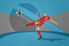Jugador de fútbol del fútbol profesional con la bola en fondo colorido Foto de archivo libre de regalías
