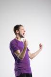 Jugador de fútbol en estudio aislado camisa del selebrate Foto de archivo libre de regalías