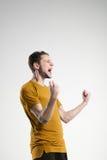 Jugador de fútbol en estudio aislado camisa del selebrate Imagen de archivo