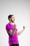 Jugador de fútbol en estudio aislado camisa del selebrate Imágenes de archivo libres de regalías