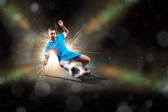 Jugador de fútbol en la acción Imagenes de archivo