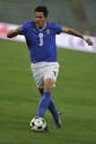 Jugador de fútbol italiano con la bola Fotos de archivo libres de regalías