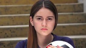 Jugador de fútbol de sexo femenino adolescente atlético almacen de video