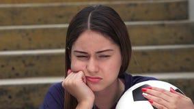 Jugador de fútbol de sexo femenino adolescente atlético infeliz metrajes