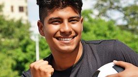 Jugador de fútbol de sexo masculino apto y el ganar Foto de archivo