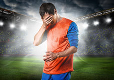 Jugador de fútbol triste Imagenes de archivo