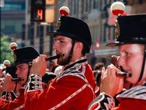 Jugador de flauta en el orgullo del arco iris de Toronto Imagenes de archivo
