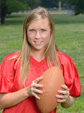Jugador de fútbol americano rubio atractivo de la mujer Fotos de archivo libres de regalías