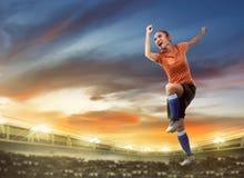 Jugador de fútbol feliz de la mujer Fotos de archivo libres de regalías