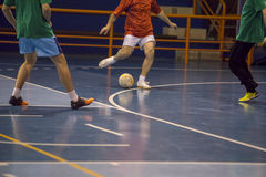 Jugador de Futsal en el pasillo de deportes Foto de archivo